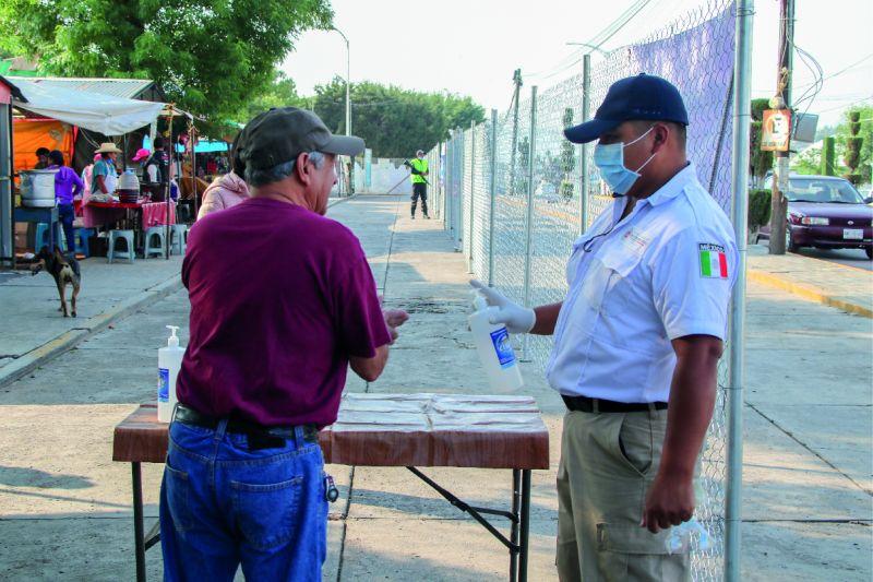 Tianguis de Soyaniquilpan se lleva a cabo con mayores medidas sanitarias: Jorge Espinosa
